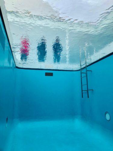 金沢21世紀美術館 「スイミング・プール」 水中の様子。