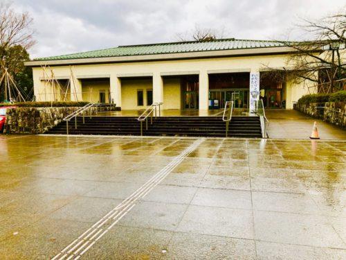 石川県立美術館(金沢市)外観。
