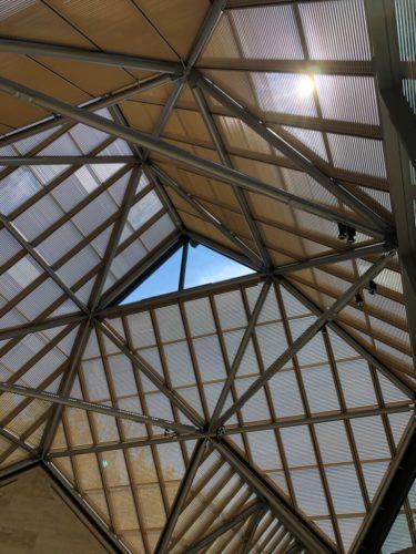 MIHO MUSEUM 天窓からの自然光が表情豊か。
