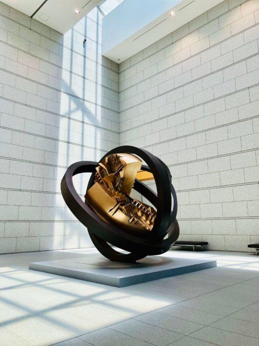 「太陽のジャイロスコープ」 (アルナルド・ポモドーロ作) 東京都現代美術館