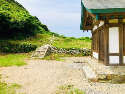 社殿左側にある、沖ノ島を臨む場所。